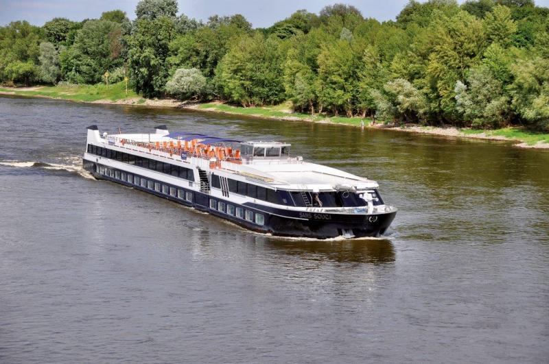 003_Schiff auf Fluss