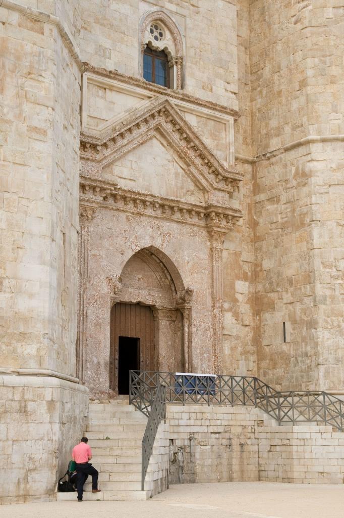 Castel del Monte  -castello svevo normanno
