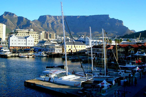 Hafen von Kapstadt mit Blick auf den Tafelberg