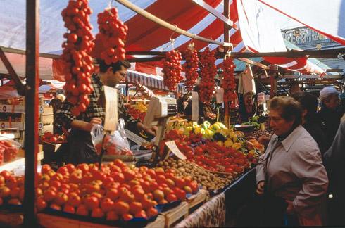 Bunter Gemüsemarkt in Fasano - Quelle Fotothek ENIT