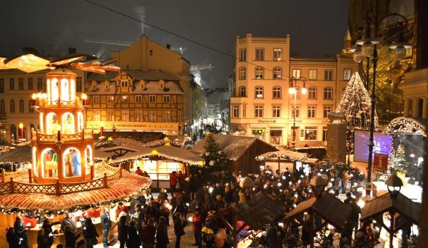 Schweriner-Weihnachtsmarkt_Foto_Marieke-Sobiech_Stadtmarketing-Schwerin_jpg_249808640