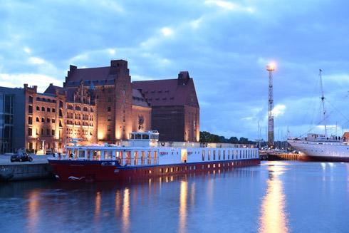 Ihr schwimmendes Zuhause im Hafen von Stralsund