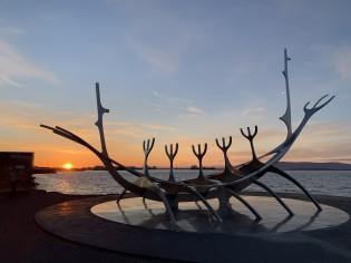 Island mit Westmännerinseln – zur Zeit der Lupinenblüte und Mitternachtssonne