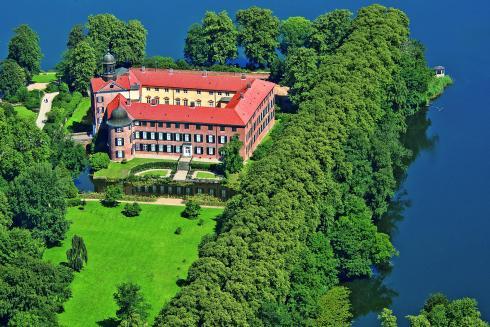 Zuschnitt Flyer Klüver Schloss_Eutin Luft_04