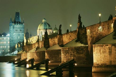 Prag Karlsbruecke nachts - Czech Tourism